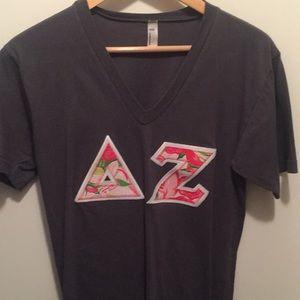 Delta Zeta Lilly Pulitzer stitch letter T-shirt S